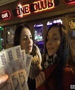 Rus Kızları Paraya Boğarak Elde Etti