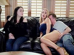 Nicole Aniston Televizyon İzlerken Çaktırıyor