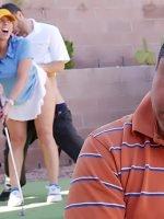 Karısına Tenis Oynatırken Taşaklarından Top Yaptılar