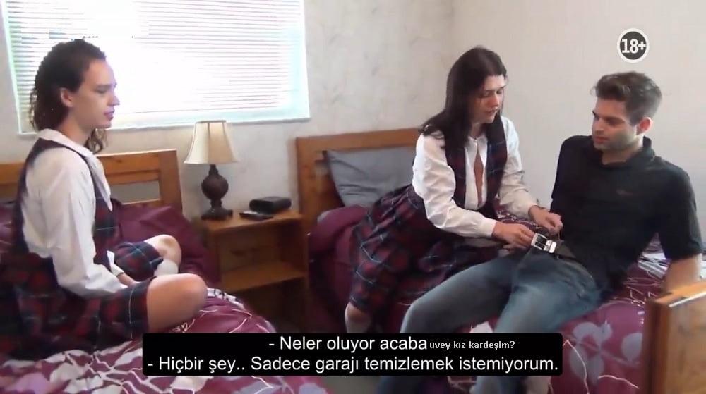 Şişe Çevirmece Oynarken Üvey Kız Kardeşini Sikti
