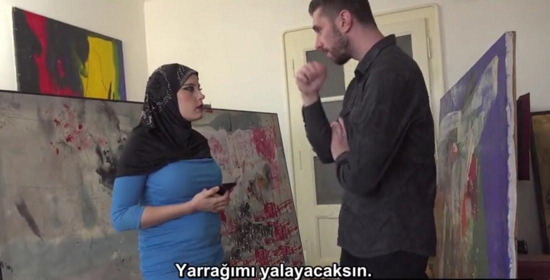 Türbanlı Kadın Kocasının Sevdiği Tabloyu Amcığıyla Aldı
