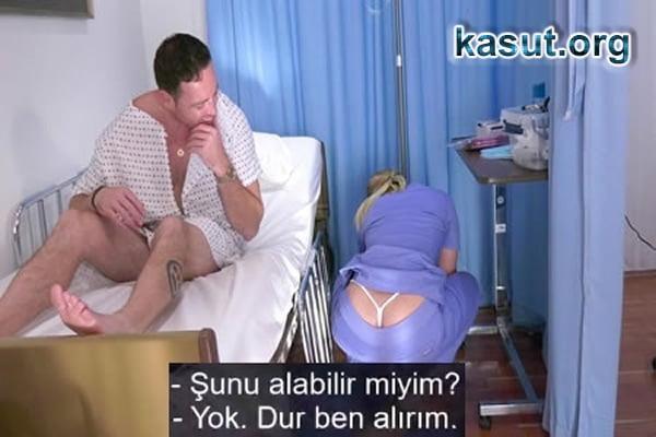 Kur Yaptığı Hastaya Sedyede Götten Veren Hemşire