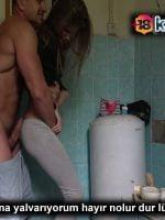 Tuvalette Saldırdığı Yengesinin Daracık Götüne Kaydı