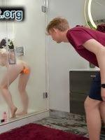 Vibratörle Boşalan Teyzesine Banyoda Zorla Saldırdı